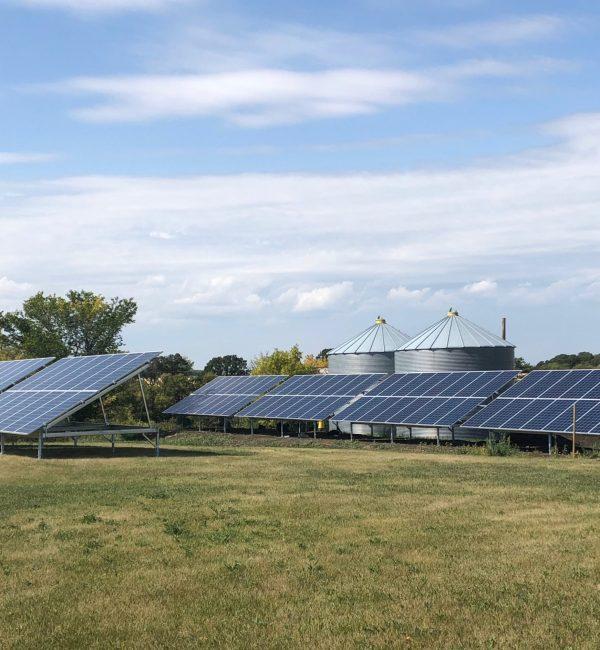 solar-panels-farm-house-manitoba